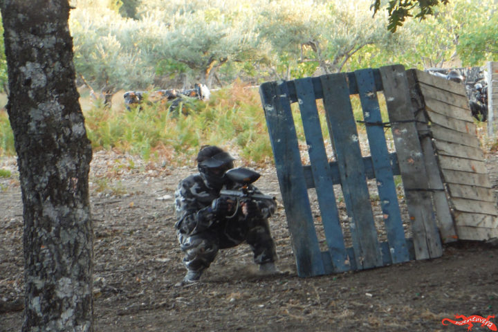 aventuvera paintball en la naturaleza